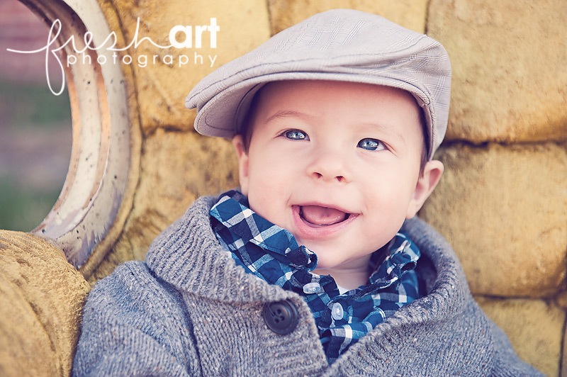 Levi is 6 months old | St. Louis Baby Photographers